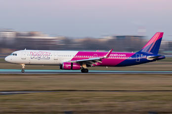 HA-LXZ - Wizz Air Airbus A321