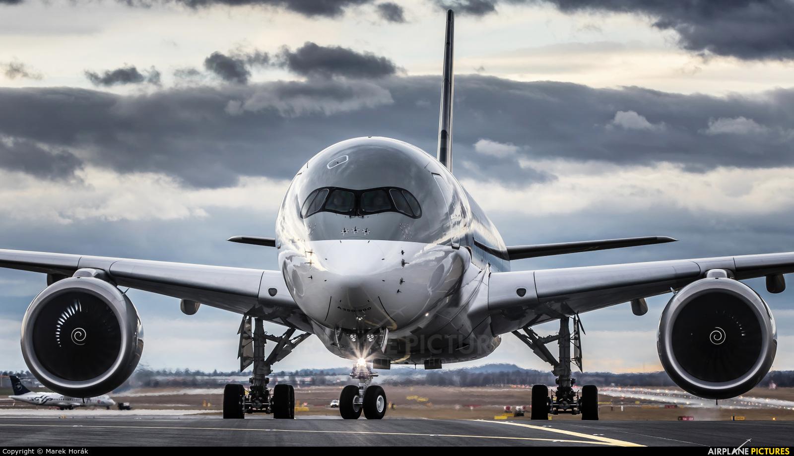 Qatar Airways A7-ALY aircraft at Prague - Václav Havel