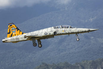 83-00129 - Taiwan - Air Force Northrop F-5F Tiger II