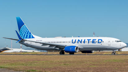 N77530 - United Airlines Boeing 737-800