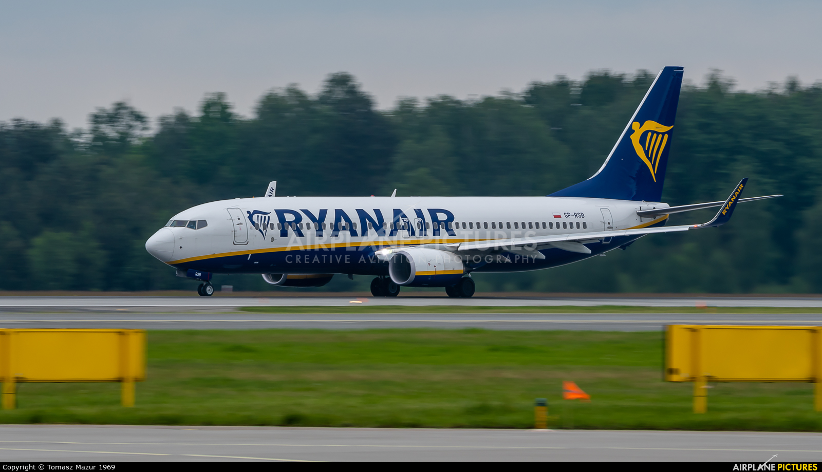 Ryanair Sun SP-RSW aircraft at Katowice - Pyrzowice