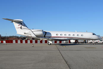VP-CLK - Private Gulfstream Aerospace G-V, G-V-SP, G500, G550