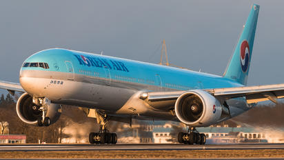 HL8008 - Korean Air Boeing 777-300ER