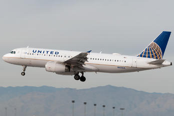 N451UA - United Airlines Airbus A320