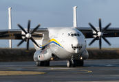 Rare visit of Antonov An22 to Chalons Vatry Airport title=