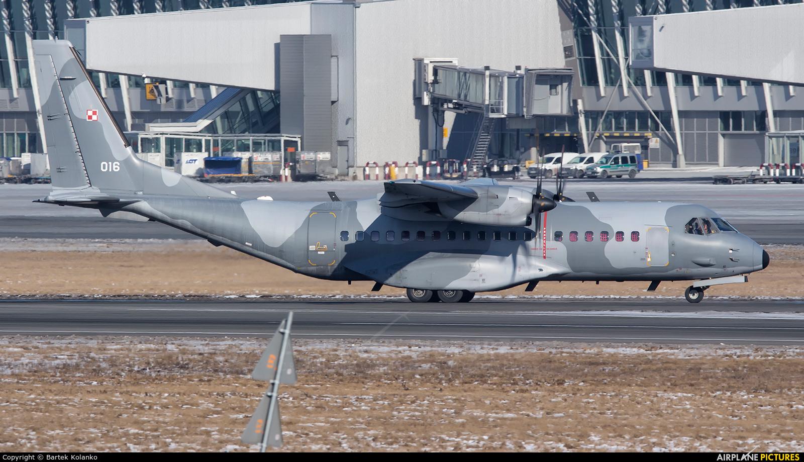 Poland - Air Force 016 aircraft at Warsaw - Frederic Chopin
