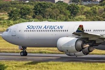ZS-SNI - South African Airways Airbus A340-600