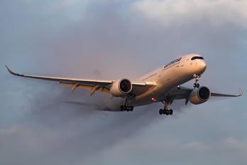 #1 Lufthansa Airbus A350-900 D-AIXL taken by Renato Oliveira - renatospotter