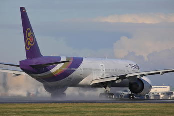 HS-TKM - Thai Airways Boeing 777-300ER