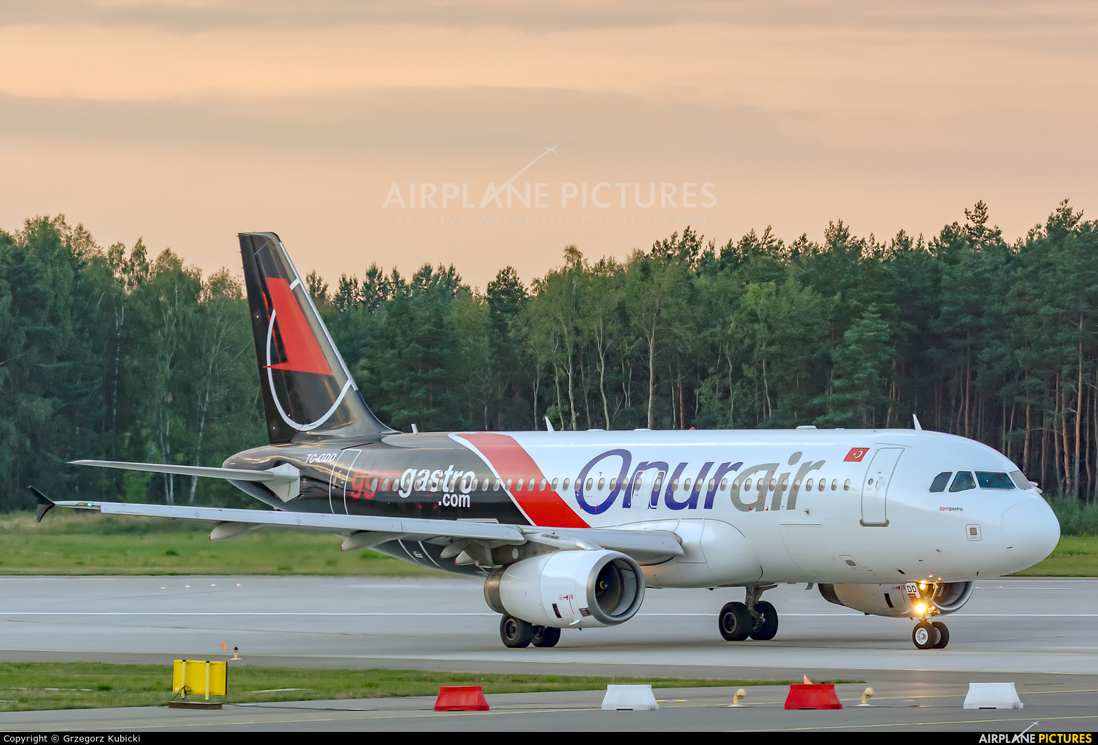 Onur Air TC-ODD aircraft at Katowice - Pyrzowice