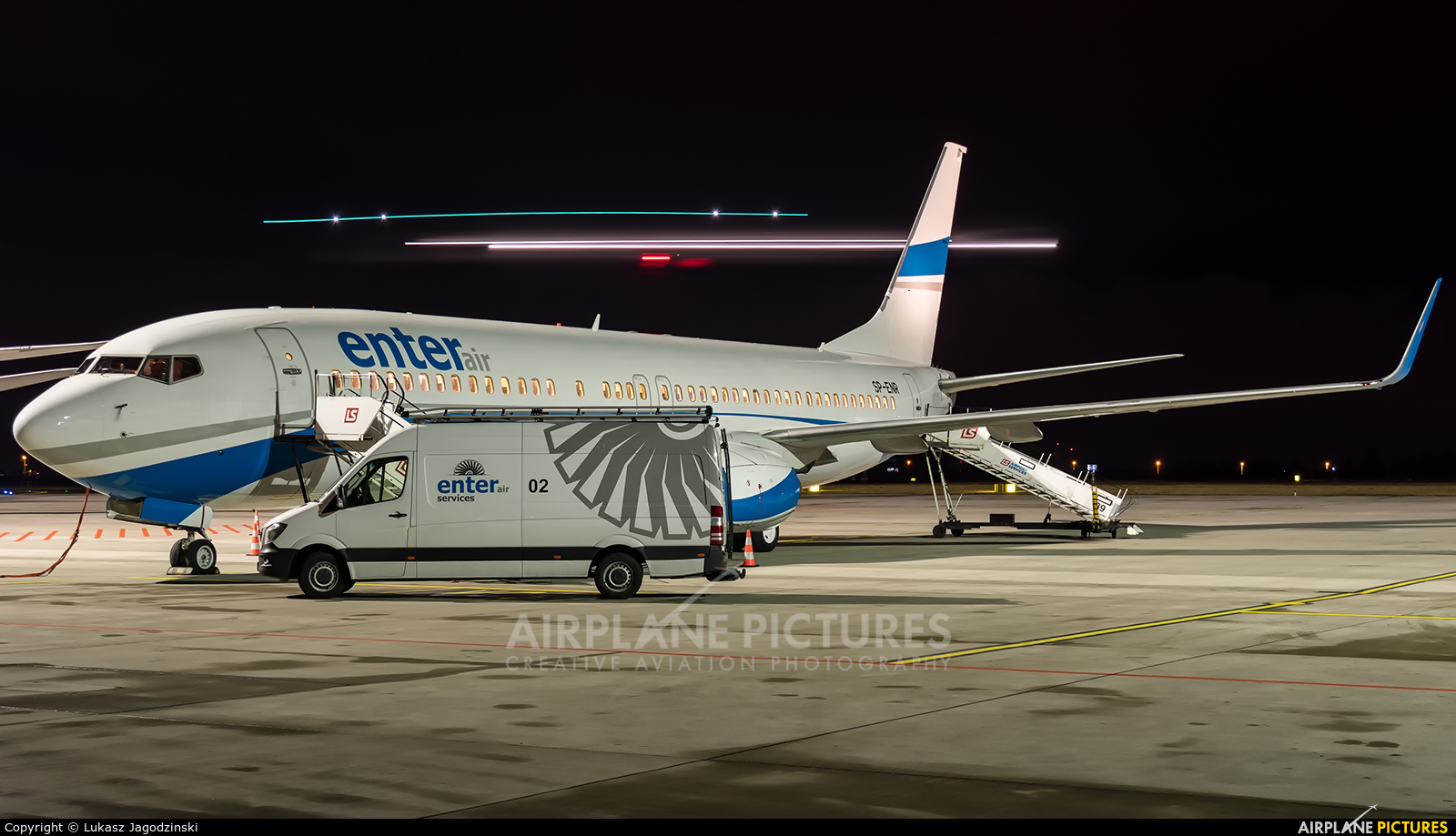 Enter Air SP-ENR aircraft at Warsaw - Frederic Chopin