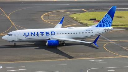 N73283 - United Airlines Boeing 737-800