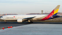 HL7791 - Asiana Airlines Boeing 777-200ER aircraft