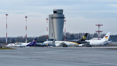 - -  - Airport Overview - Apron