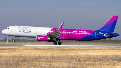 HA-LXL - Wizz Air Airbus A321