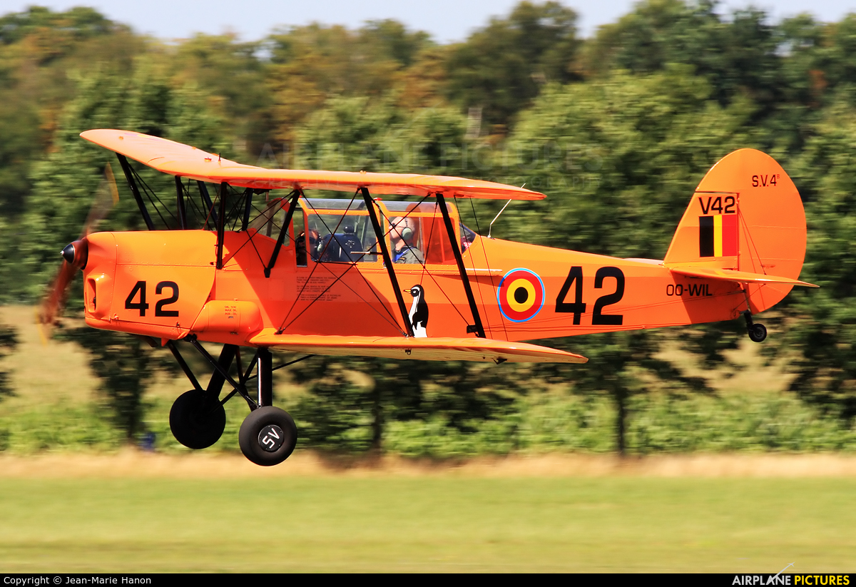 Private OO-WIL aircraft at Diest Schaffen