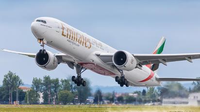A6-EGI - Emirates Airlines Boeing 777-300ER