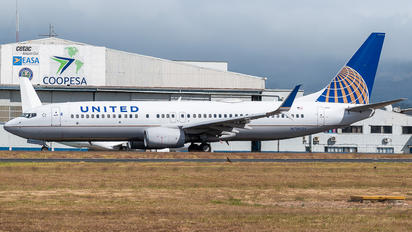 N79521 - United Airlines Boeing 737-800