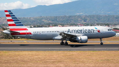 N122US - American Airlines Airbus A320