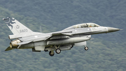 6820 - Taiwan - Air Force General Dynamics F-16B Fighting Falcon