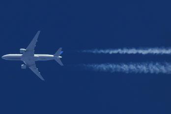N77012 - United Airlines Boeing 777-200ER