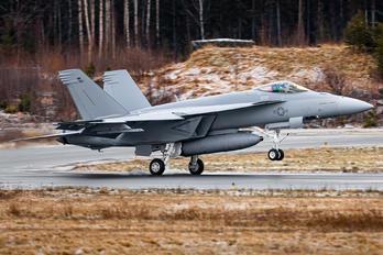 169742 - USA - Navy Boeing F/A-18E Super Hornet