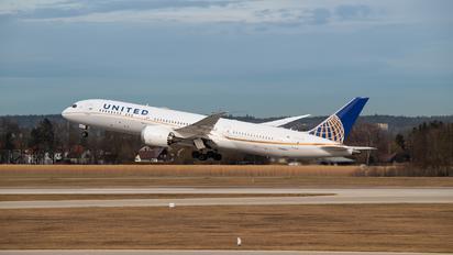 N38950 - United Airlines Boeing 787-9 Dreamliner