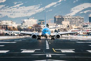 G-TAWH - TUI Airways Boeing 737-800