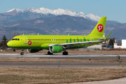VP-BOM - S7 Airlines Airbus A320 aircraft