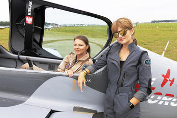 SP-EED - - Aviation Glamour - Aviation Glamour - People, Pilot