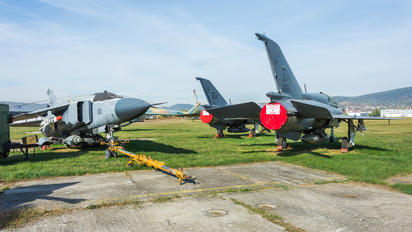 5081 - Hungary - Air Force Mikoyan-Gurevich MiG-21UM