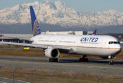 N66056 - United Airlines Boeing 767-400ER aircraft