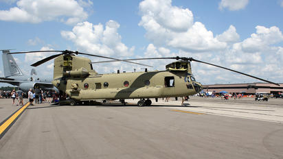 10-08813 - USA - Army Boeing CH-47F Chinook