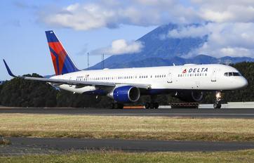 N556NW - Delta Air Lines Boeing 757-200