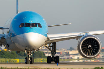 PH-TFK - TUI Airlines Netherlands Boeing 787-8 Dreamliner