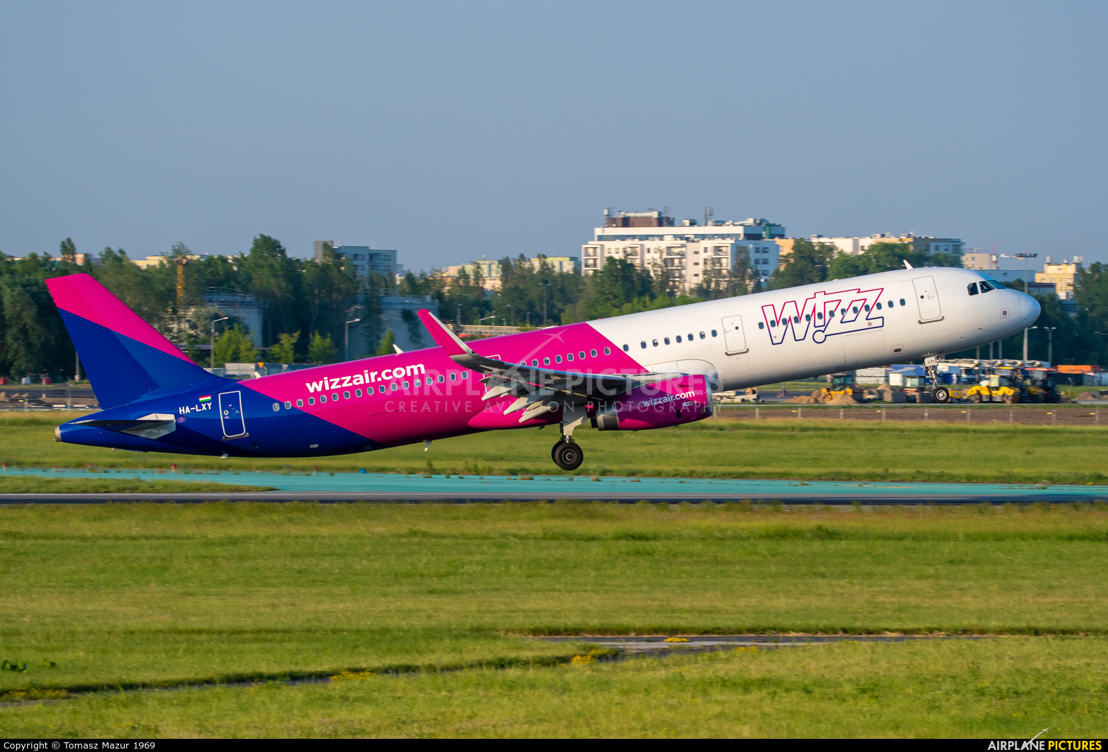Wizz Air HA-LXT aircraft at Warsaw - Frederic Chopin