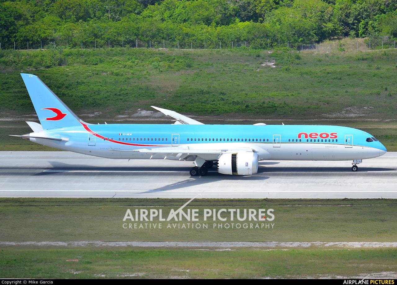 Neos EI-NEW aircraft at Cancun Intl