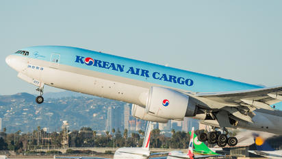 HL8077 - Korean Air Cargo Boeing 777F