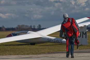 EPWS - Aeroklub Wroclawski - Airport Overview - People, Pilot