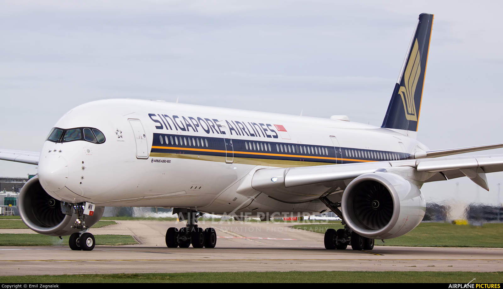 Singapore Airlines 9V-SMN aircraft at Manchester