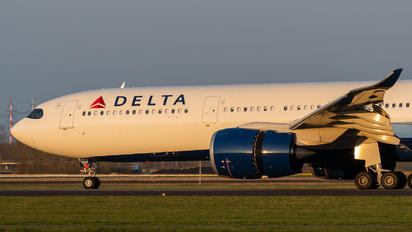 N404DX - Delta Air Lines Airbus A330-900