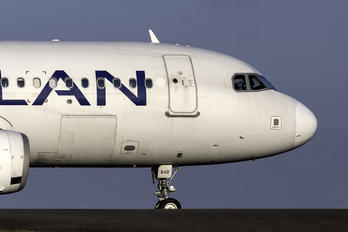 CC-BAD - LAN Airlines Airbus A320