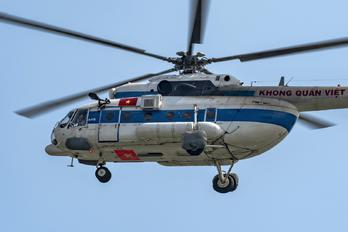 8432 - Vietnam - Air Force Mil Mi-171E