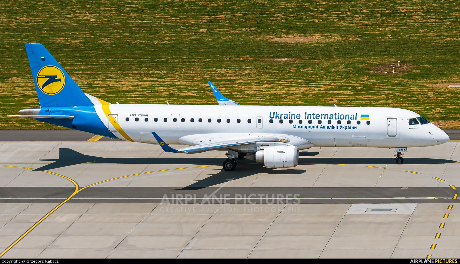 Ukraine International Airlines UR-EMA aircraft at Kraków - John Paul II Intl