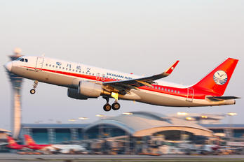 B-1885 - Sichuan Airlines  Airbus A320