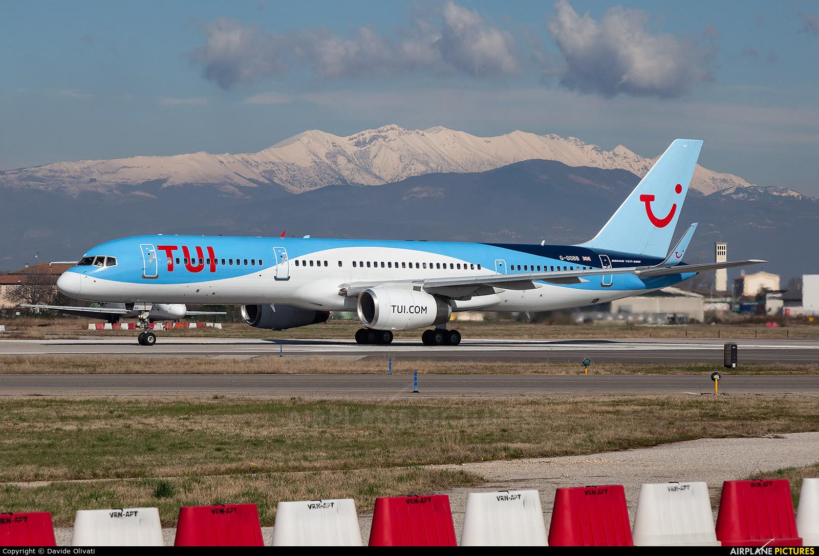 TUI Airways G-OOBB aircraft at Verona - Villafranca
