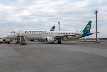 UR-EMG - Ukraine International Airlines Embraer ERJ-195 (190-200)