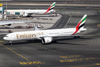 A6-ENY - Emirates Airlines Boeing 777-31H(ER)