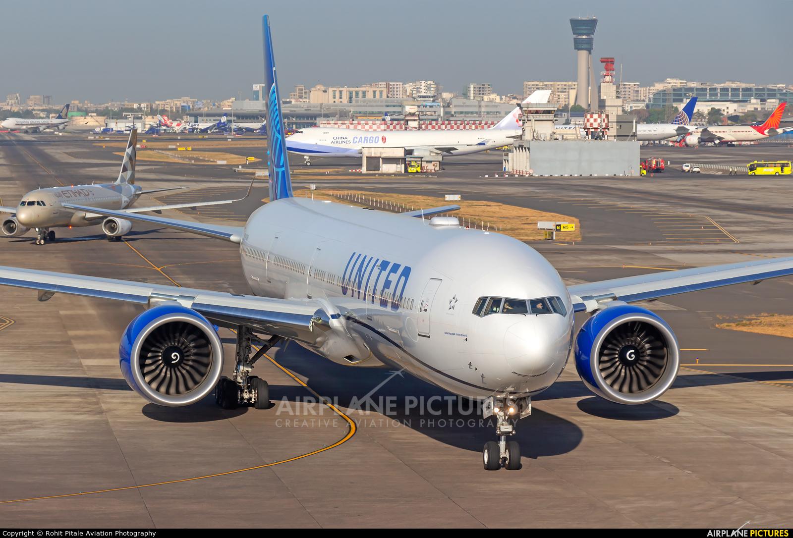 United Airlines N2749U aircraft at Mumbai - Chhatrapati Shivaji Intl