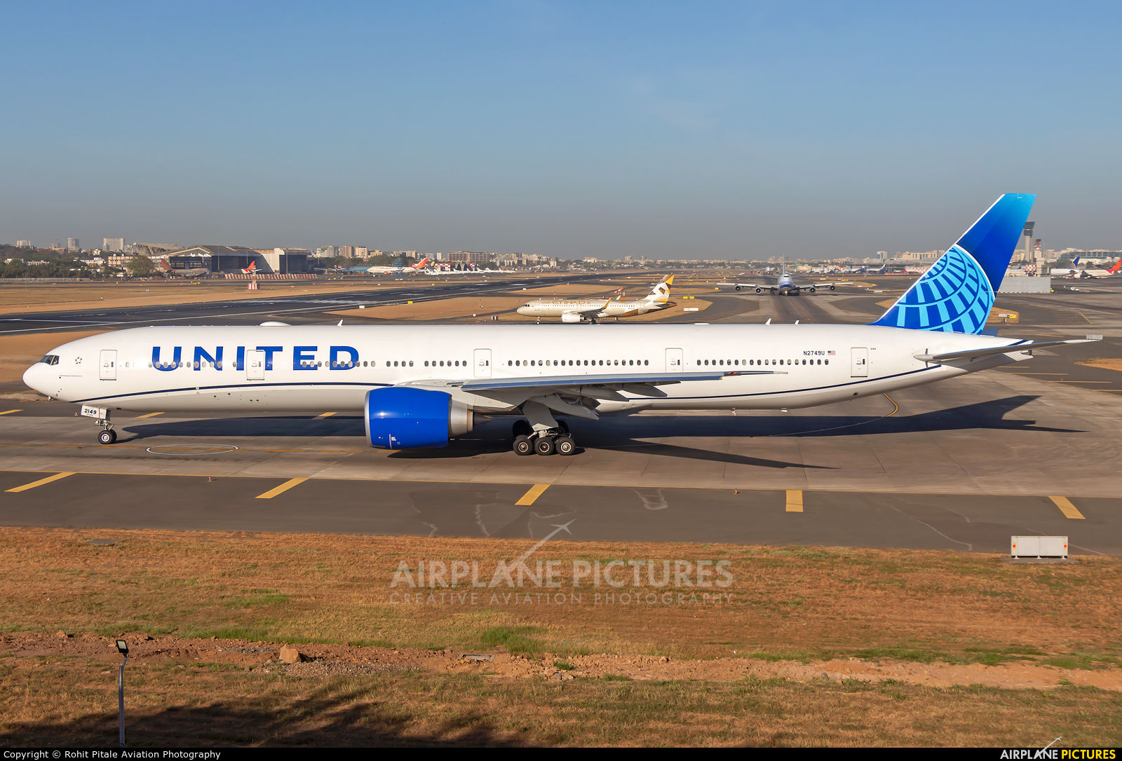 United Airlines N2749U aircraft at Mumbai - Chhatrapati Shivaji Intl